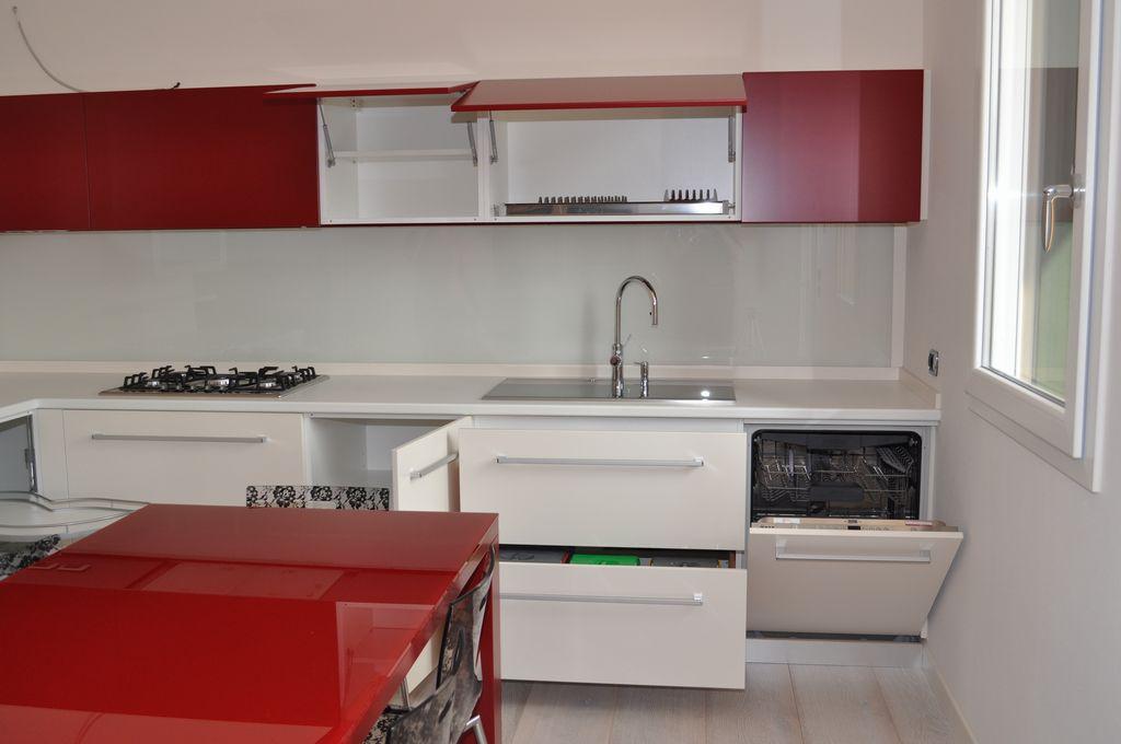 Cucina laccata mobili arredamenti serramenti cucine su misura