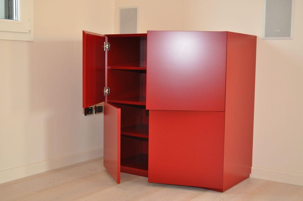 Mobili arredamenti serramenti cucine su misura verona for Laccatura mobili