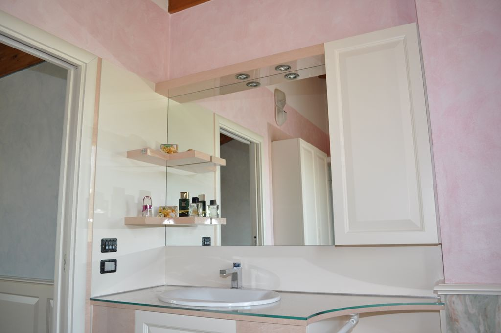 Bagno rosa mobili arredamenti serramenti cucine su misura
