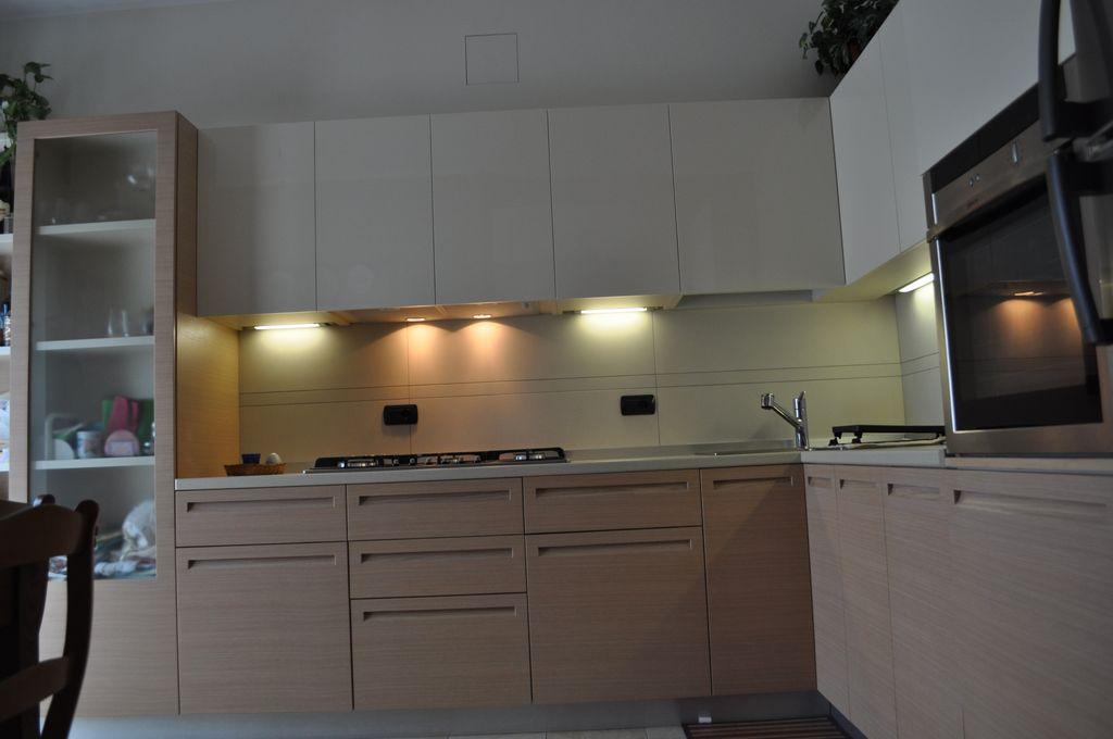 Cucina bicolore mobili arredamenti serramenti cucine su misura