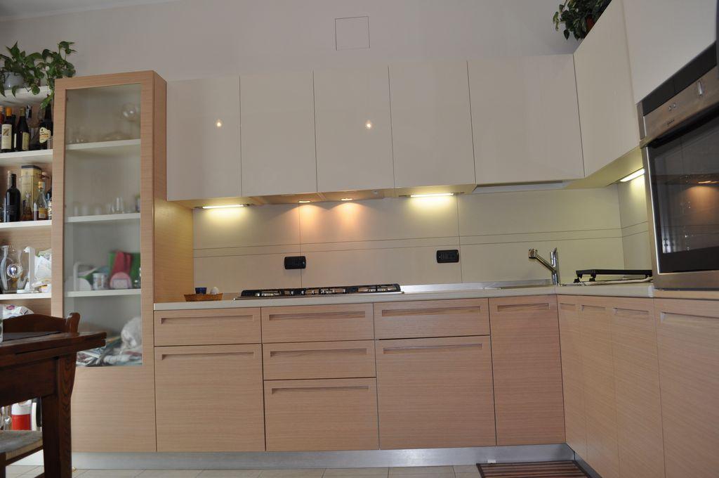 Cucina Bicolore | MOBILI ARREDAMENTI SERRAMENTI CUCINE SU ...
